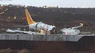 Avião sofre explosão