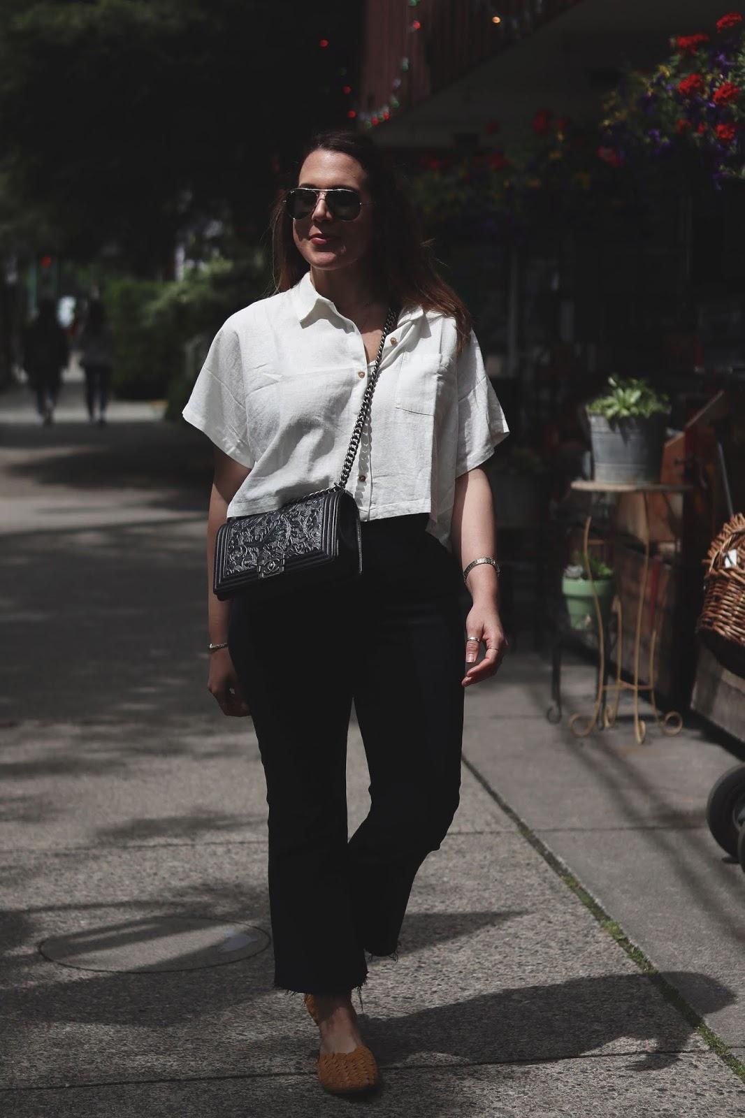 levis ribcage jean blogger outfit linen shirt vancouver fashion blogger chanel boy bag