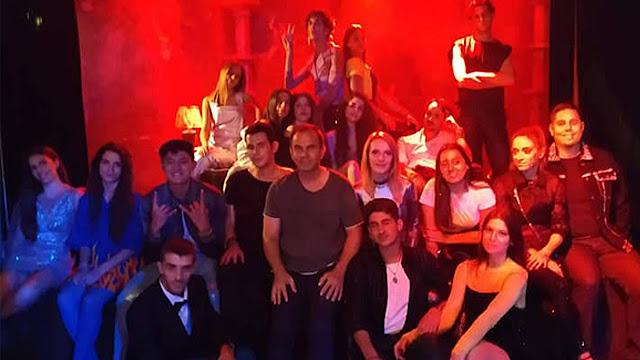 """Ηθοποιοί του """"Προσκήνιου"""" από το Ναύπλιο στο νέο video clip της Τάμτα"""