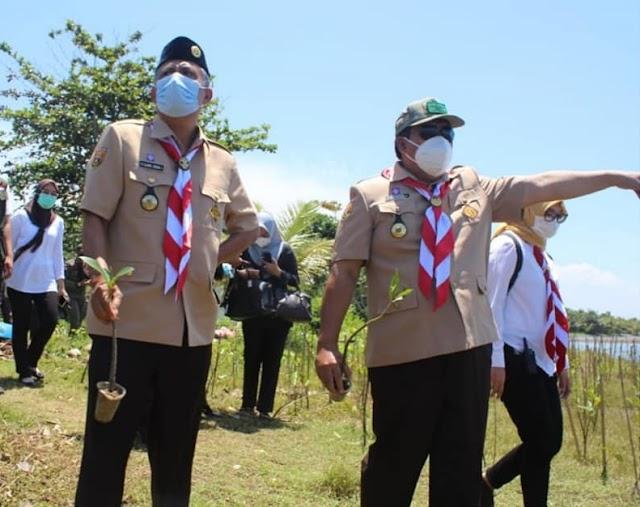 Kwarda Jabar  Didampingi Bupati dan Wakil Bupati Pangandaran Laksanakan Penanaman Bibit Mangrove