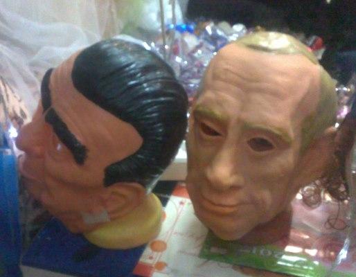 Маски Брежнева и Путина. Фото: Дмитрия Караичева