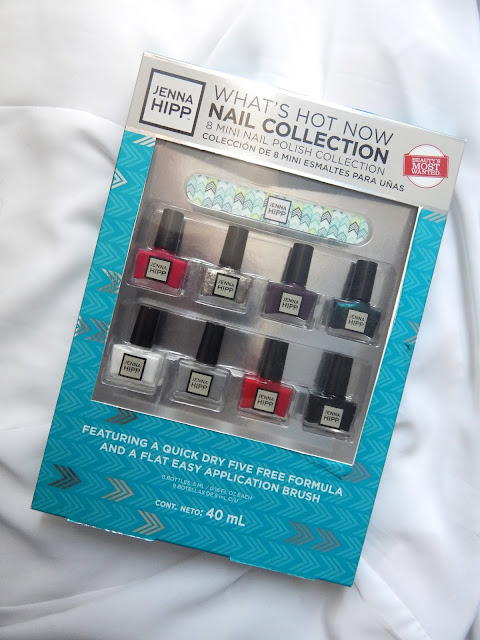 Jenna Hipp nail polish collection green stylist celebrity mamá fashionista