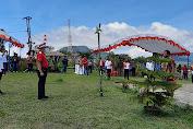 Wenny Lumentut bersama Warga Tomohon Upacara Pengibaran Bendera di Puncak Wawo