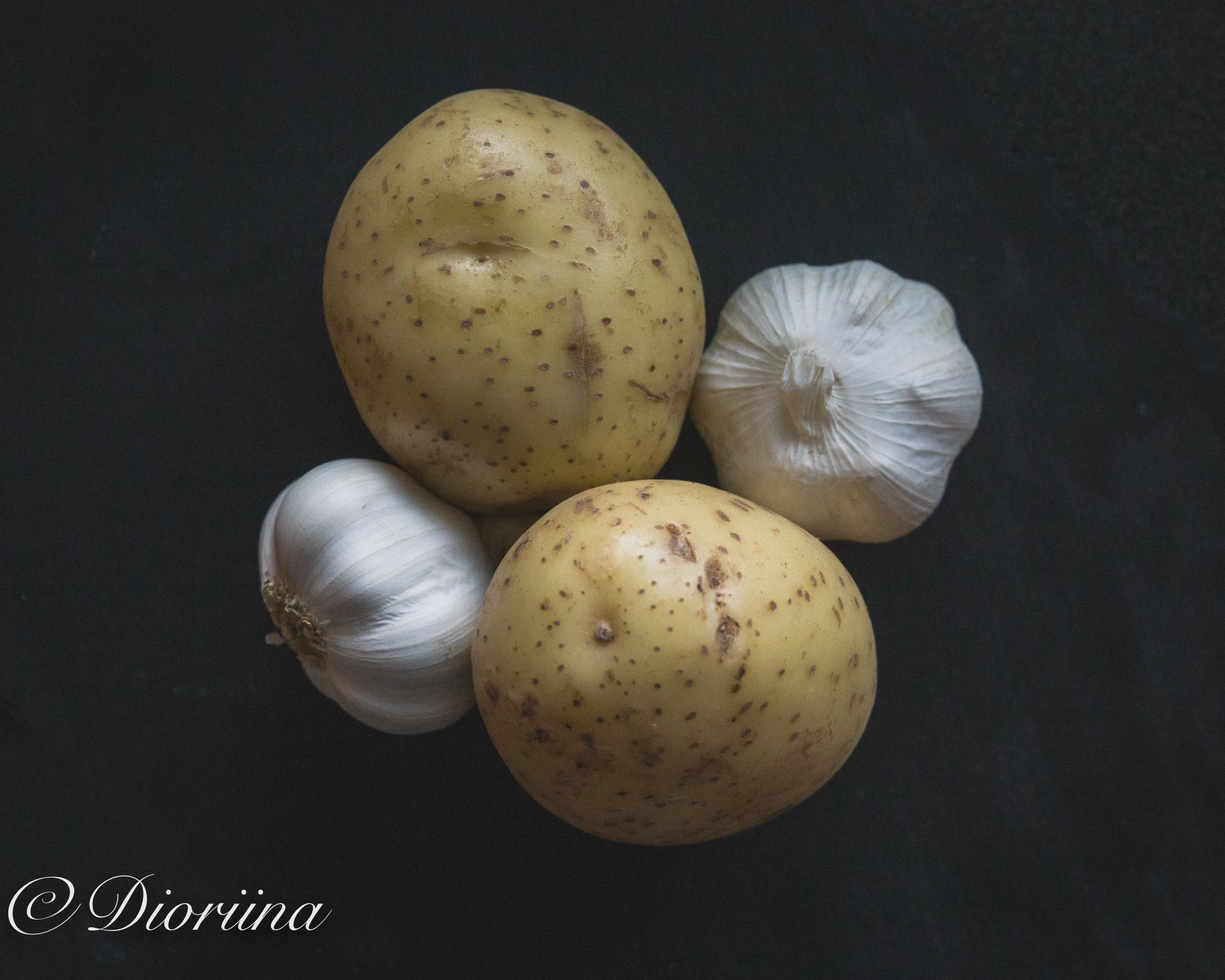 valkosipuliperunoiden resepti