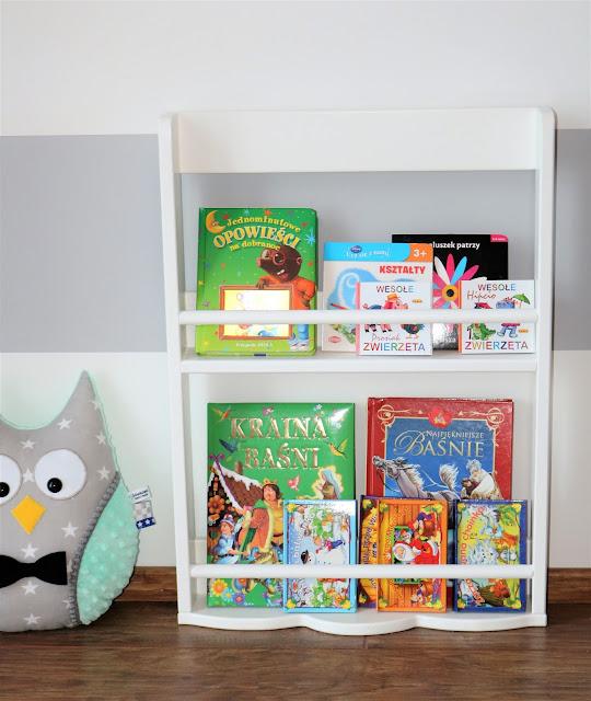 modna półka na książki