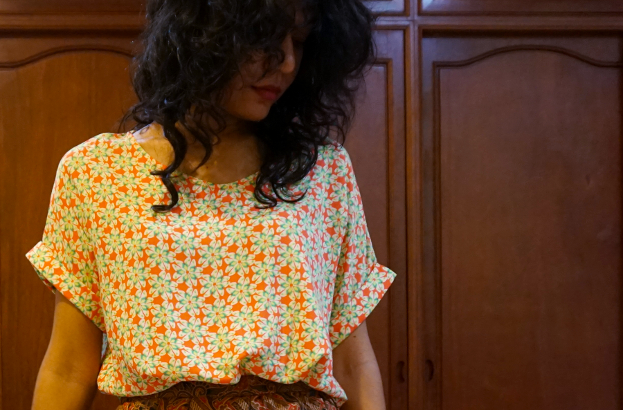 Print clashing with batik skirt is easy because it's never a faux pas to wear it with something patterned on top!