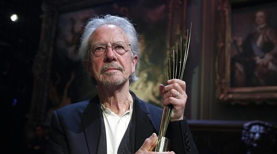 Handke unites the Balkans, the Nobel ceremony boycotted also by Croatia and Northern Macedonia