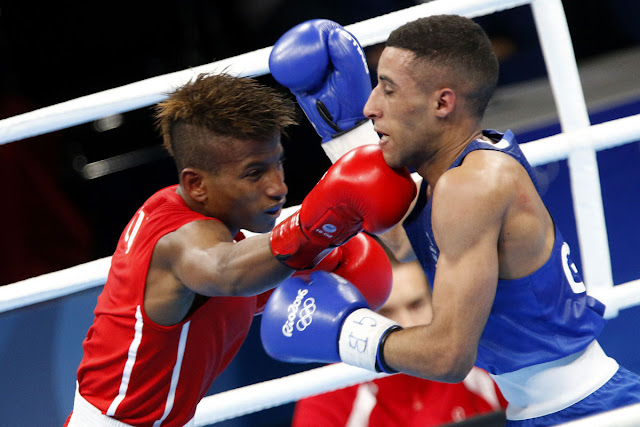 Joahnys  Argilagos (rojo) de Cuba, se enfrenta a Galal Yafai (azul) de Gran Bretaña, en las preliminares de la categoría de los 49 Kg del boxeo de los Juegos Olímpicos de Río de Janeiro, en el Pabellón 6 de Riocentro, en Barra de Tijuca,  Brasil, el 8 de agosto de 2016.