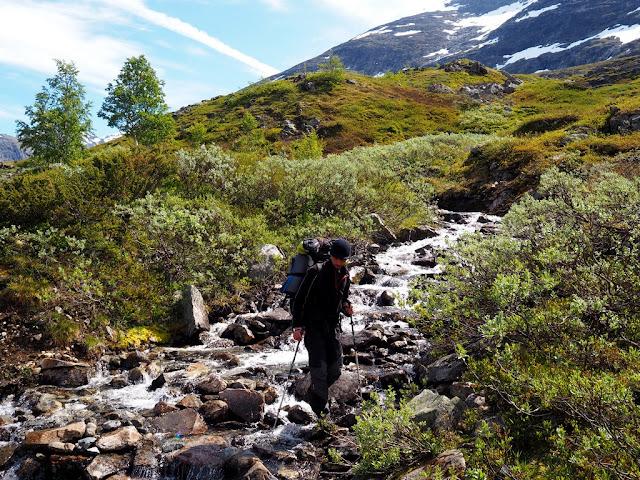 vodopád, Norsko, Jotunheimen, přecházíme řeku