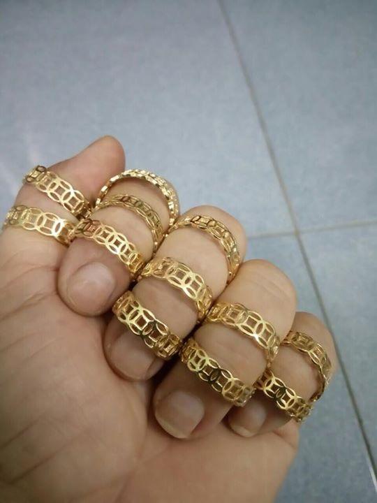 Nhẫn kim tiền vàng xi, vàng giả được rao bán với giá bèo trên fb, ai hám rẻ và ngờ ngệch thì đeo đồ lởm