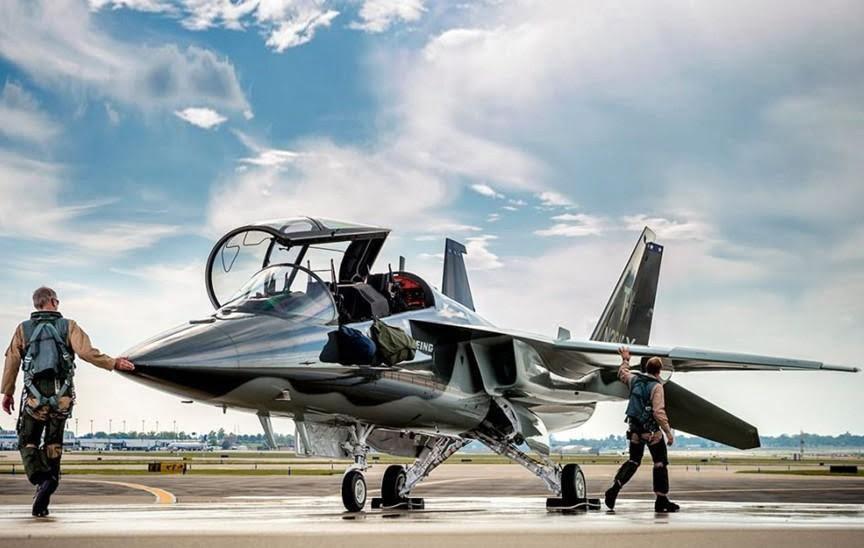 тренувальний літак Boeing T-7 Red Hawk