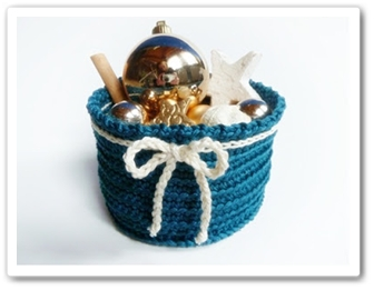 http://made-in-k-town.blogspot.de/2012/12/free-pattern-blow-flow-christmas-bowl.html
