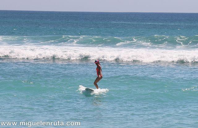 Thomas-Beach-práctica-surf