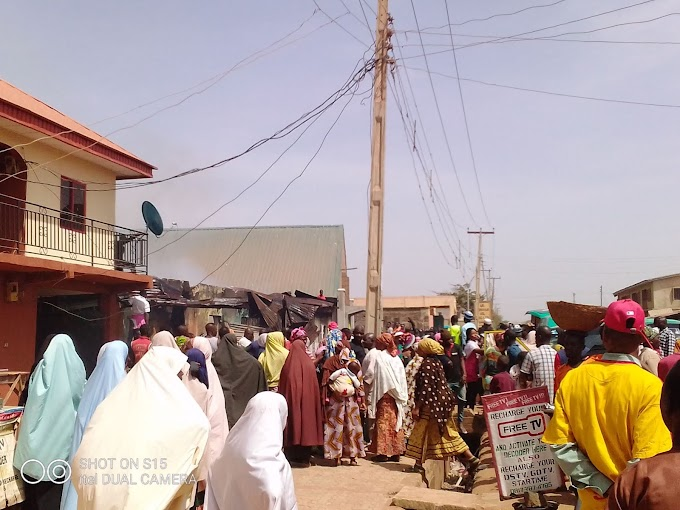 (Breaking) Two Houses Are On Fire In Kabala west, Kaduna.