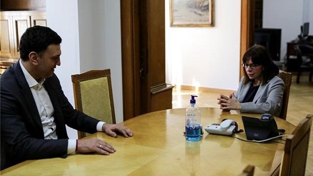 Ενημερώθηκε η ΠτΔ Κατερίνα Σακελλαροπούλου από τον Βασίλη Κικίλια
