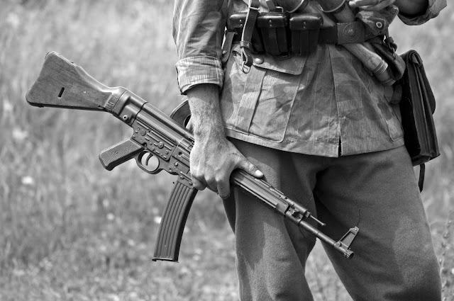 Háborús fegyvereket és lőszereket gyűjtött otthonában a nánási férfi, elítélték