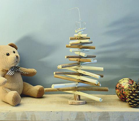 Pequeño árbol de Navidad,  Manuañidades reciclados
