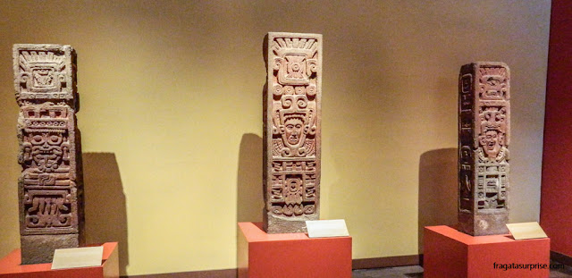 Estelas da cultura Tolteca no Museu Nacional de Antropologia do México