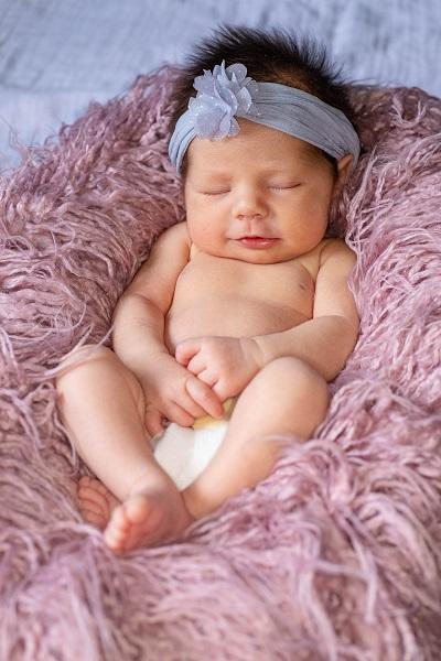 foto-flatlay-de-bebe-recien-nacido