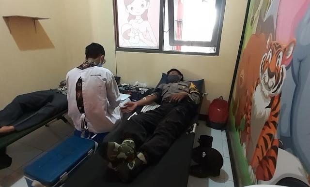 Bersama Rubasan, Anggota Polsek Purbalingga Ikut Donor Darah