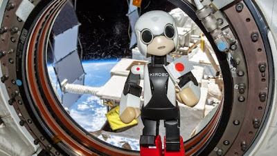 Kirobo in space robot toyota tan cang -  - Bảy sản phẩm không phải là xe hơi Toyota sản xuất ra mà có thể bạn chưa biết?