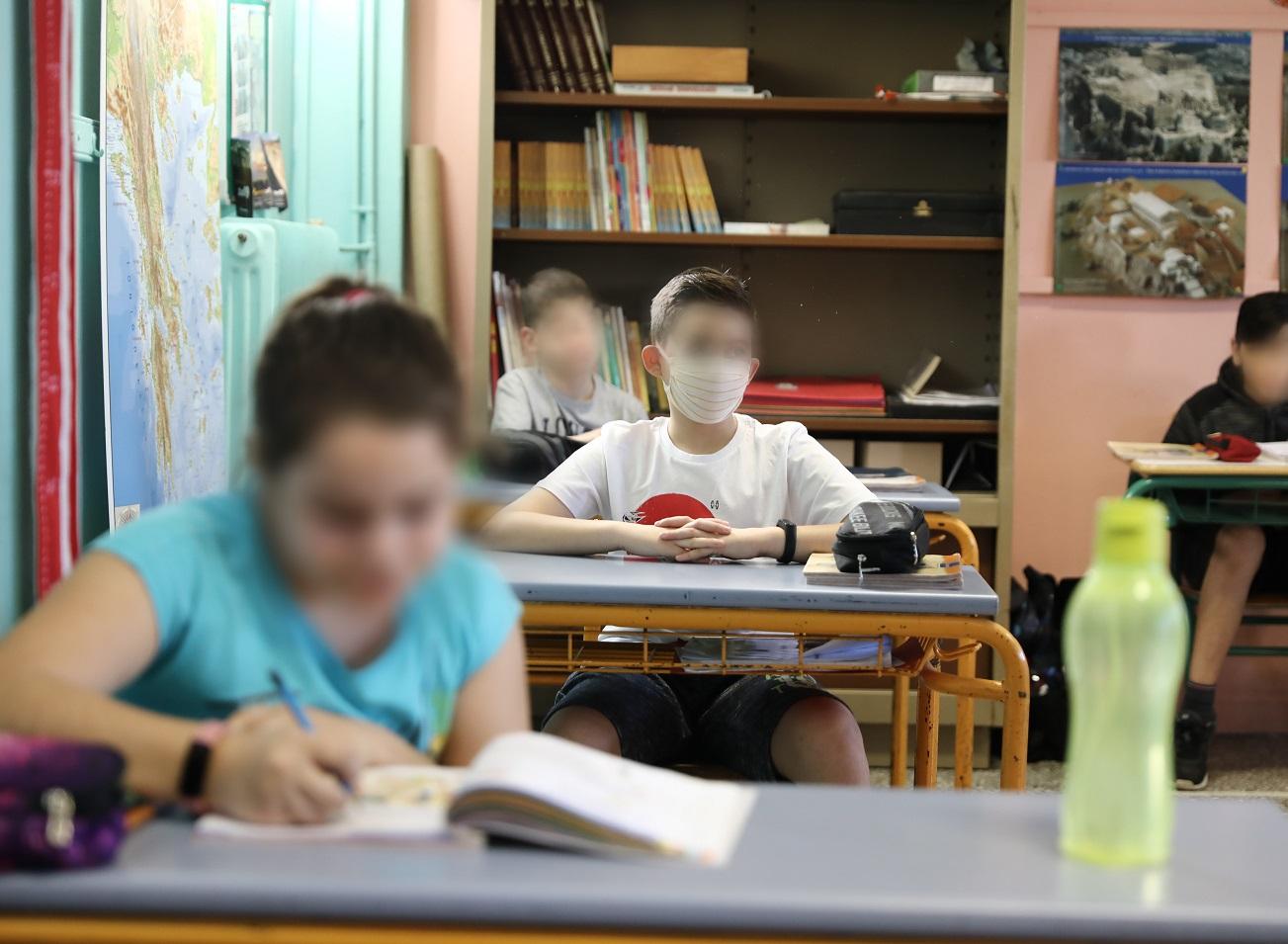 Δ. Γίδαρης: Ασφαλής η μάσκα για τα παιδιά - Οι θεωρίες συνωμοσίας κοστίζουν ζωές