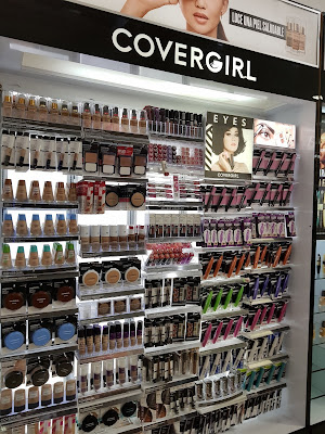 CoverGirl display in Panama - www.modenmakeup.com