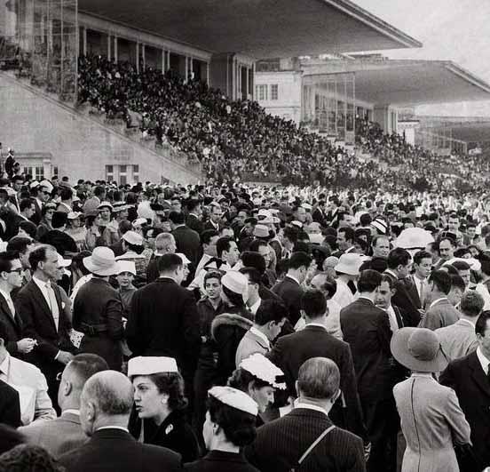 Jockey Club cheio de gente nos anos 40
