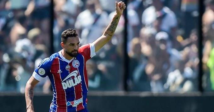 Gilberto comenta golaço e faz referência a Romário: 'É um ídolo'