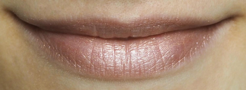 Cremekampagne Lippenstift Petrosinella Tragefoto