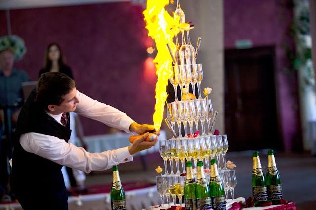Как сделать пирамиду из шампанского на свадьбу