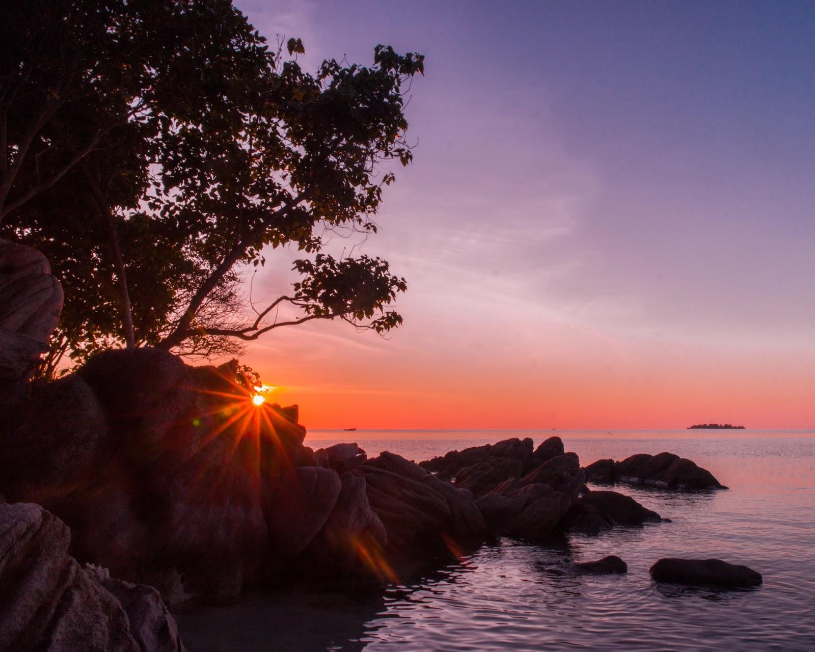 sunset di pantai ujun gelam karimunjawa