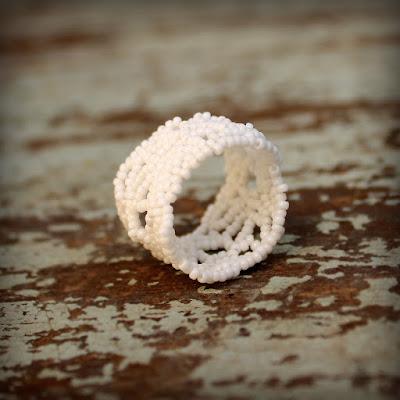 купить украшения ручной работы из бисера  в интернет магазине белое женское кольцо 17 размера ажурное