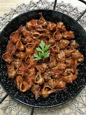 Cañaíllas o caracolas de mar en salsa