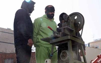 Public hand amputation in Iran (file photo)