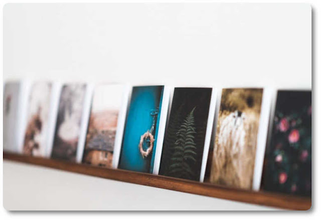 Floating picture shelf