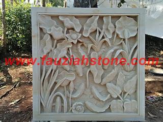 Relief batu putih motif bunga