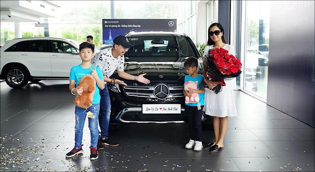 Hứa Minh Đạt tặng vợ Lâm Vỹ Dạ xe sang Mercedes GLC 200 kỷ niệm 9 năm ngày cưới