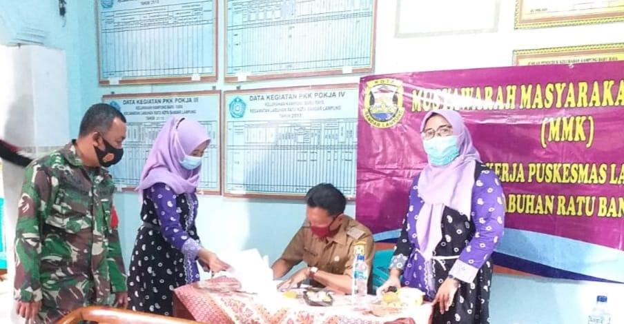 Babinsa Koramil 410-06/Kedaton Kodim 0410/KBL Pelda Romulo, menghadiri kegiatan Musyawarah Masyarakat Kelurahan (MMK)