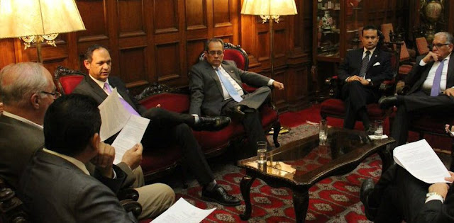 TSJ legítimo suspende a Maduro y exhorta a Parlamento iniciar transición