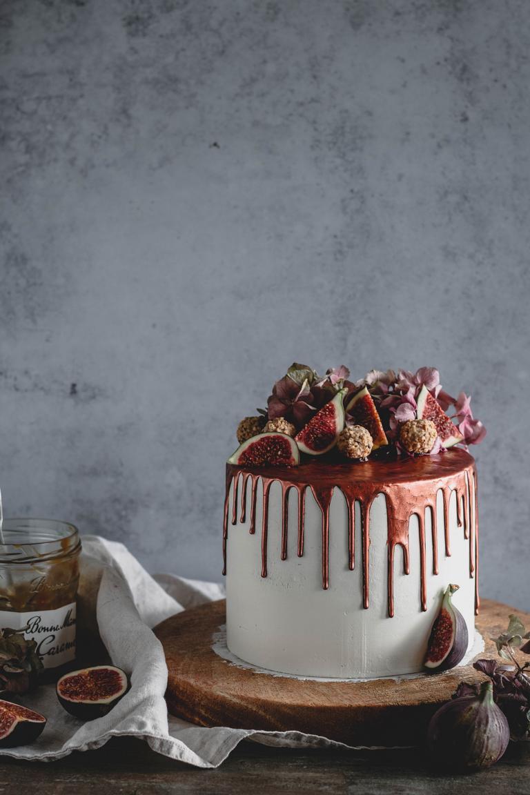 Die fertig dekorierte Torte