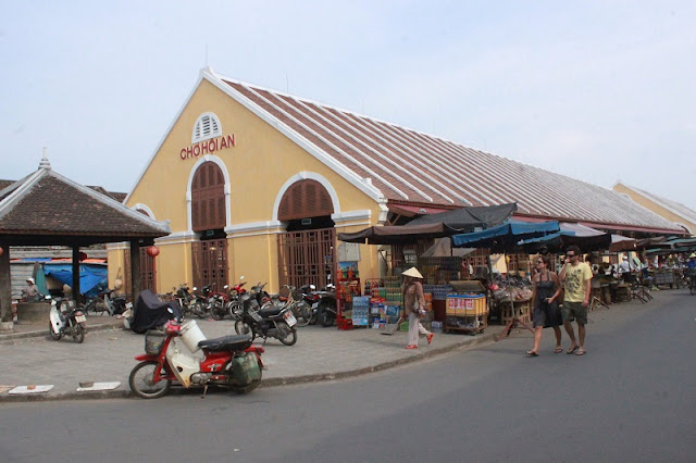 Discovering Hoi An food paradise market 1