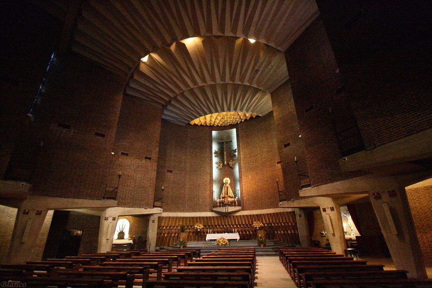Madrid en foto parroquia de santa mar a del monte carmelo for Calle alberca 9 boadilla del monte