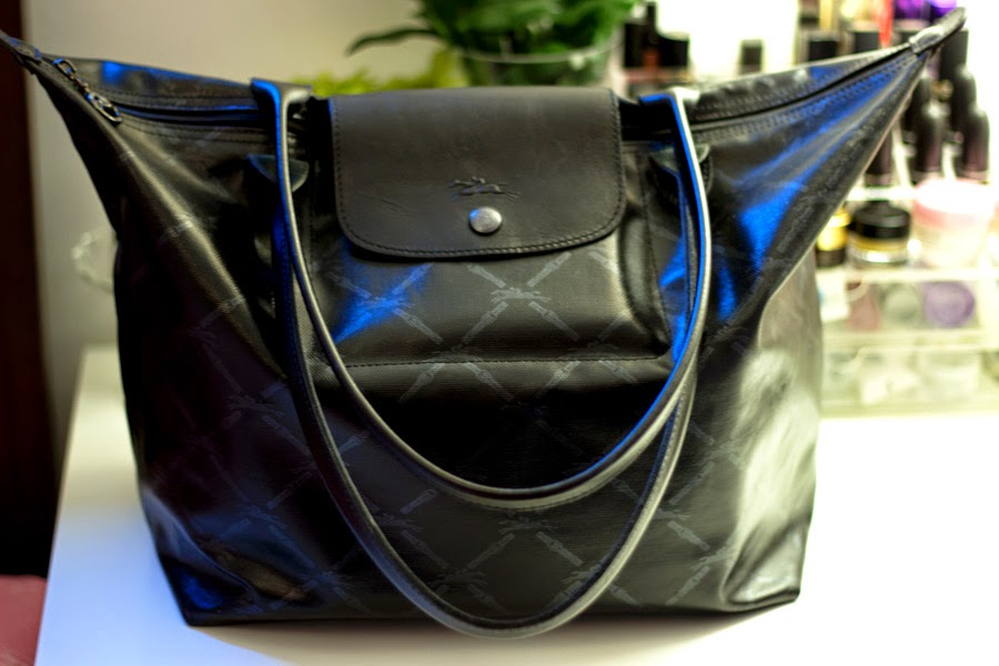 0deb4491054b I have not always been a handbag girl and I cannot classify myself as one  but it is slowly turning into a little love addiction. I have quite a few  bags but ...