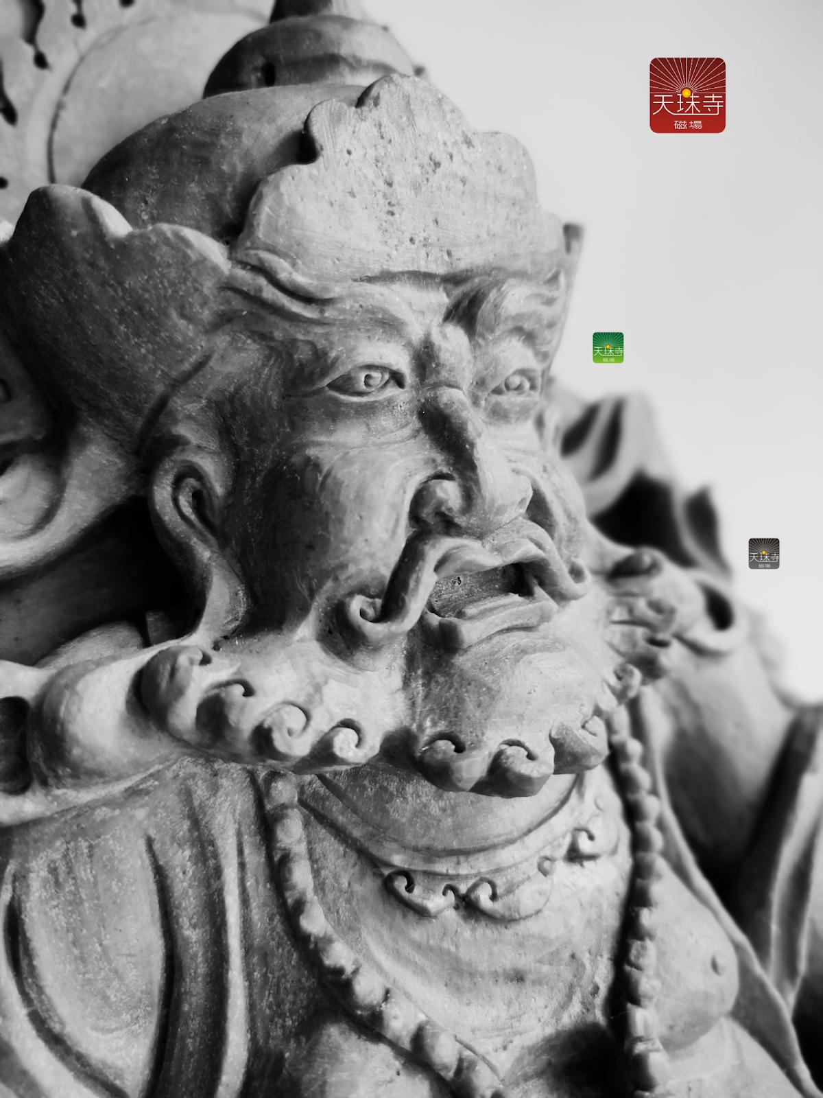 黃財神降魔舍利瑰寶 整塊雕琢-靈石有著超強的磁場 祂的材料是五百羅漢修法的龍宮洞內最接近坐化處更勝靈骨舍利和尚雕琢佛像贊