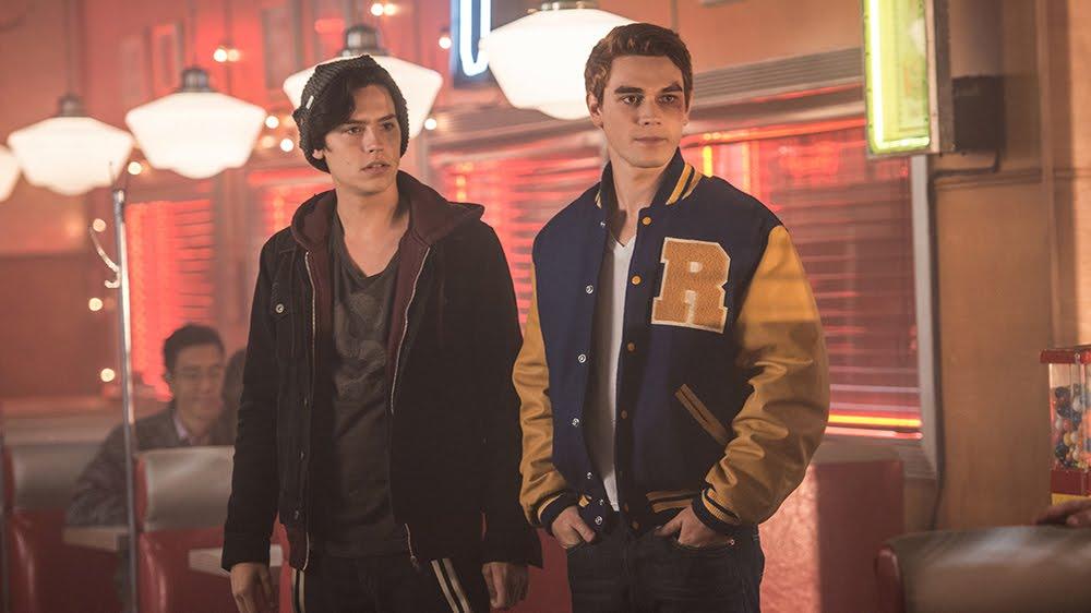 Cole Sprouse y KJ Apa son Jughead y Archie en Riverdale