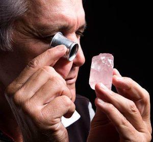 Como identificar algumas falsificações de pedras preciosas