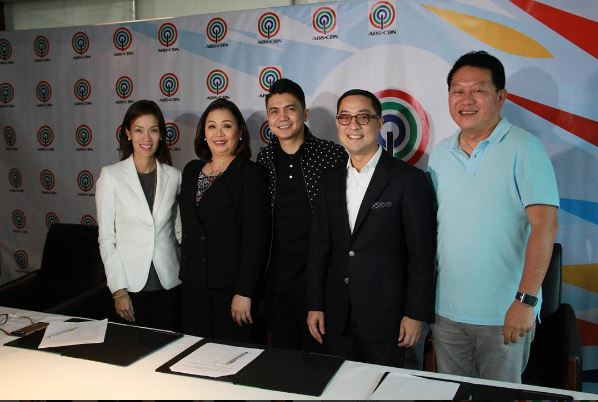 Vhong Navarro renews contract with ABS-CBN