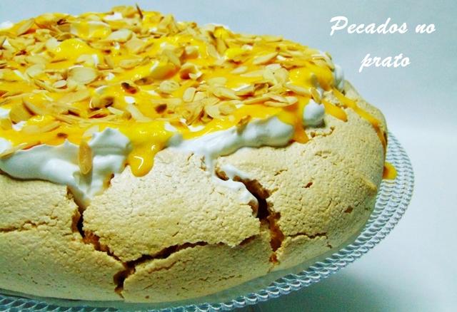 Pavlova com natas e creme de ovos