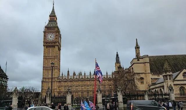 اجراءات اوروبية عاجلة بعد ظهور سلالة جديدة من فايروس كورونا في بريطانيا